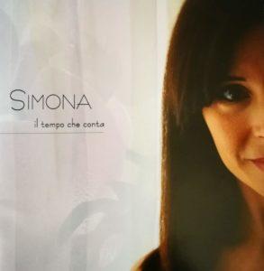 Esce oggi l'album di Simona, Il tempo che conta: la recensione