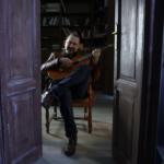 """Meditazione motivazionale cantata, la """"canzoneterapia"""" di Adriano Formoso"""