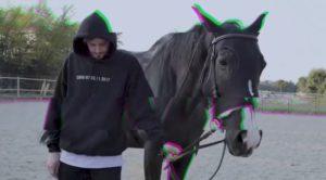 Dopo l'approvazione degli Arcade Boyz, Cles presenta il nuovo singolo, Paure che indosso da un po'